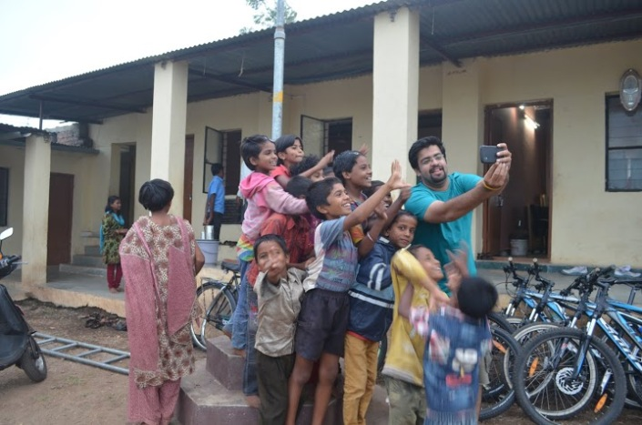 Selfie fever - Well this isnt going anywhere... Look at the expressions on everyones face!